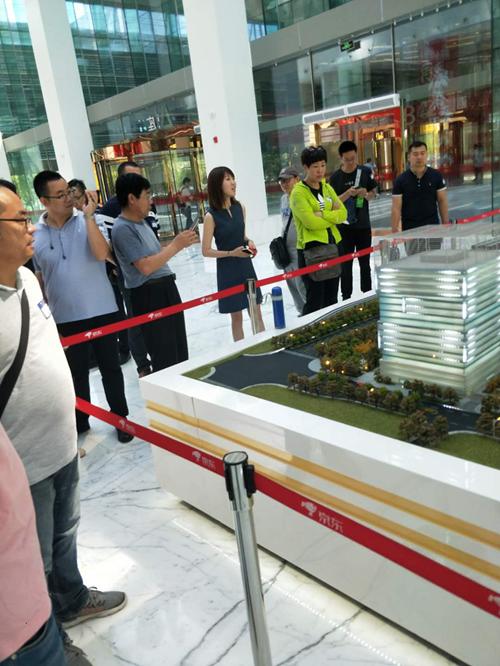 协会代表协同中国工商联五金机电商会一行去北京京东和大兴机场参观学习